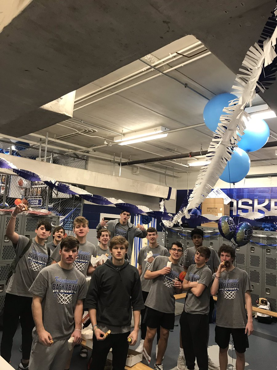 Came in this morning to a decorated locker room and breakfast from our awesome parents! LETSS GOO! GAMEDAY! #Playoffs #BannerSeason<br>http://pic.twitter.com/MUymR2dLfN