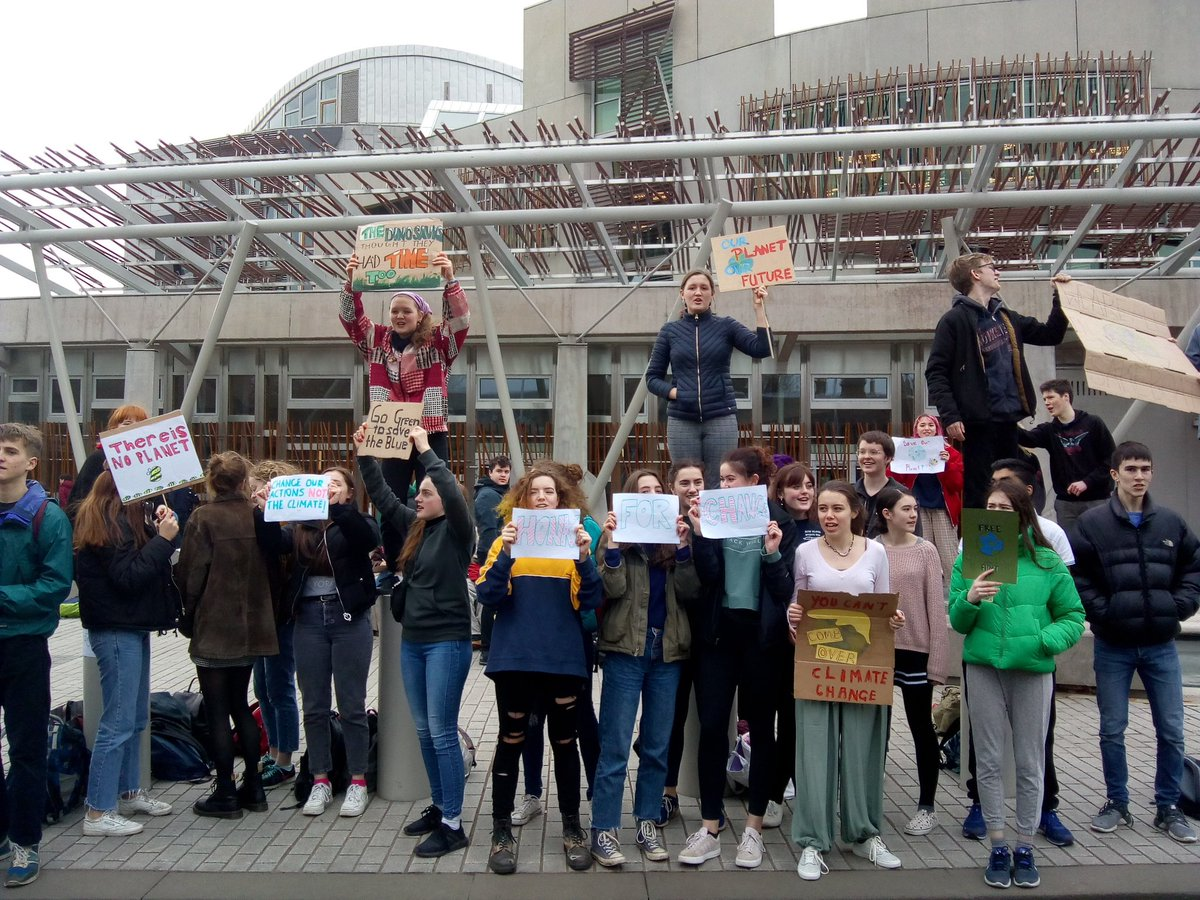 Edinburgh's #SchoolStrike4Climate might have had more kids at it this week than last! Lots of energy! Momentum is growing. We hope the Government will listen to their voices &amp; protect their futures by declaring a #ClimateEmergency to keep Global Warming below 1.5C! @GretaThunberg<br>http://pic.twitter.com/HMLFczQeGv