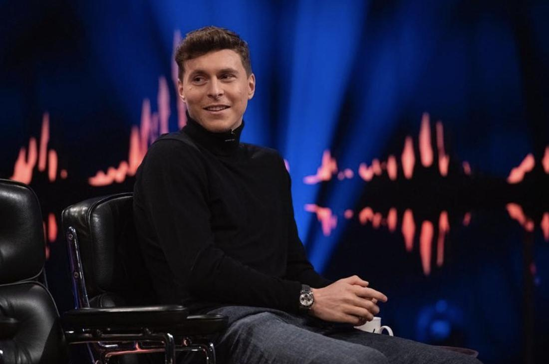 Photos: Lindelof and his wife Maja on Norwegian talk show Skavlan, airing tonight #mulive [ig lindelof] <br>http://pic.twitter.com/yer1hAKjxB