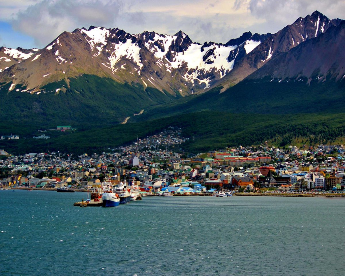 Ushuaia, Tierra del Fuego. The end of the world #travel #amazing #vacation #holiday #photootheday #argentinapic.twitter.com/cG3Afxw19h