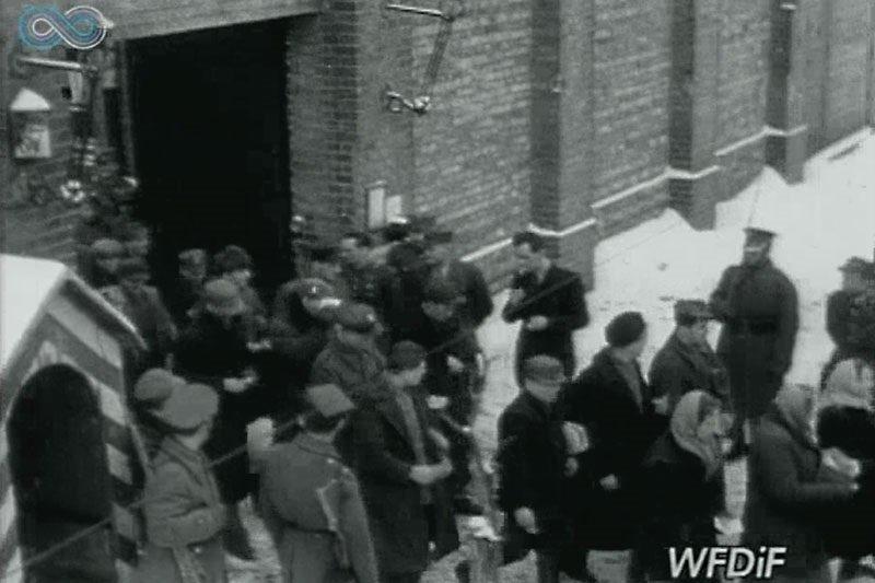 """22 lutego 1947 komuniści uchwalili amnestię. Ujawniło się ponad 50 tys. żołnierzy. Ujawnionych nadal mordowano, niektórzy przeżyli, nękani przez UB do końca PRL  Amnestia to jest dla złodziei, a my jesteśmy Wojsko Polskie"""" – mjr Hieronim Dekutowski """"Zapora""""  Na pohybel komunie!"""