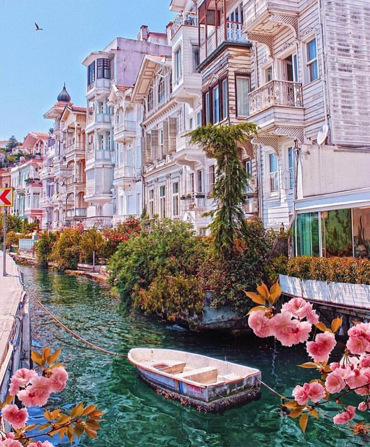 istanbul houses  <br>http://pic.twitter.com/qjQxJvAOsr