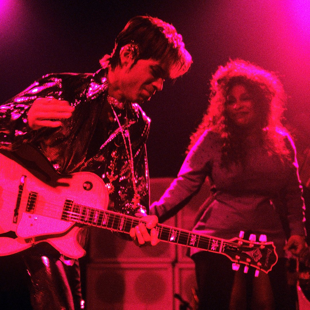 Prince and Chaka Khan enjoyed a lengthy and fruitful musical partnership, which included her Grammy-winning cover of his song &quot;I Feel For You&quot; in 1984 and a tour together in the late &#39;90s. <br>http://pic.twitter.com/kVnb6HEHjT