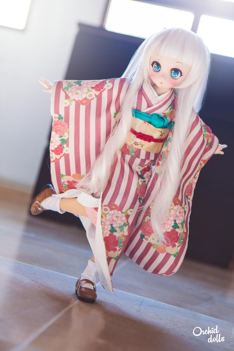 👘 Neb and I are feeling curious: how did you discover the Dollfie Dream dolls? 😮😮  PS: happy weekend everyoneeee ~ 🥳🎉🎉🎉  #dollfiedream  #ドルフィードリーム #volks #MDDはいいぞ #mdd #minidollfiedream #nebula #kimono #kawaii