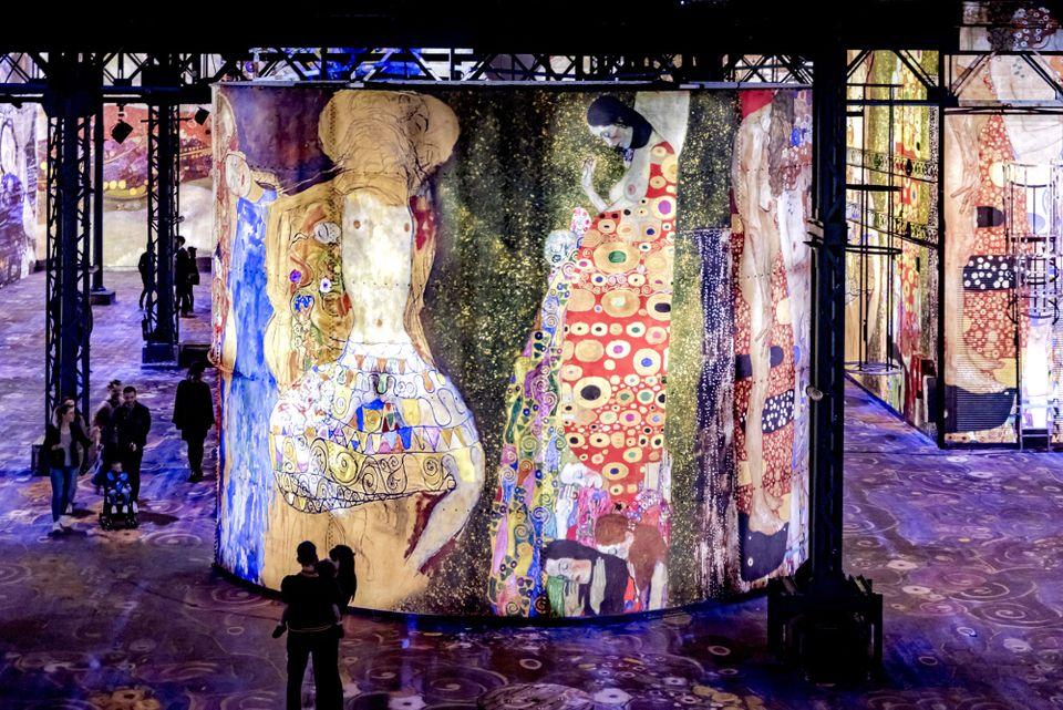 Paris digital art venue @AtelierLumieres is a hit, and expanding abroad, after 1.2 million visitors saw immersive Klimt show  https://t.co/hvDpvtKD7H
