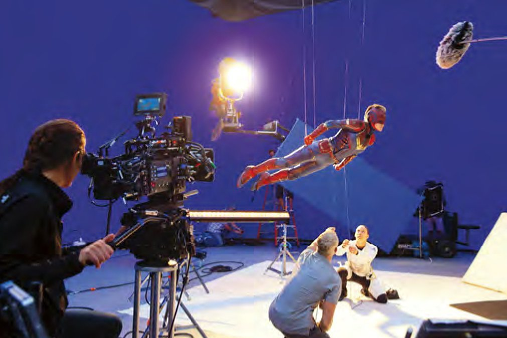 New behind the scenes photos of Brie Larson as Carol Danvers / #CaptainMarvel  <br>http://pic.twitter.com/6HHUg4xeOf