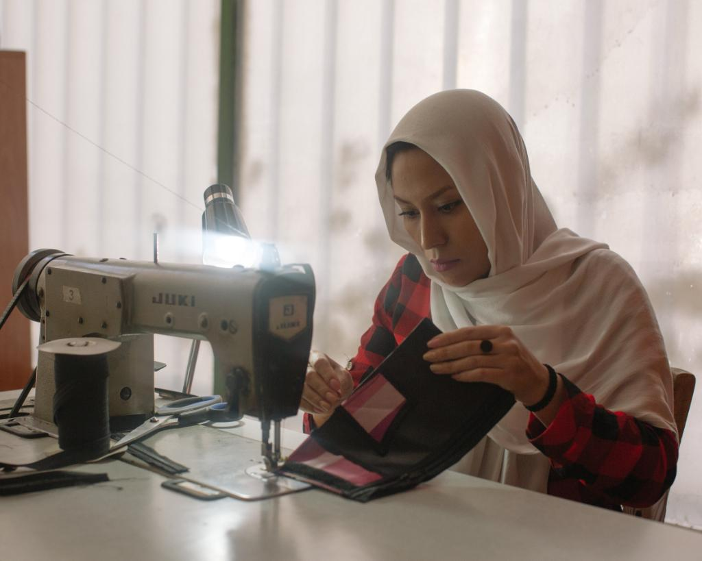 Fariba is a designer-maker and refugee. She is now on the road to starting her own business, after taking part in the Back My Business program, a #Citi Foundation partnership with @IRCuk. Read her story:   https://t.co/C7Q3zqlbrq #Pathways2Progress