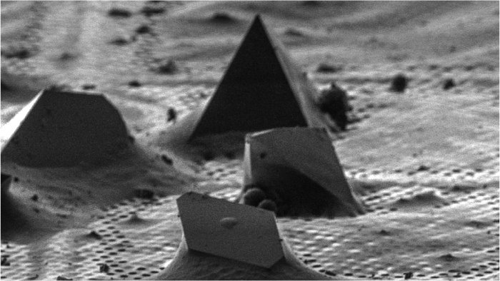Our paper with @gonenlab on FIB milling crystals for microED profiled in @sciencemagazine : https://t.co/3c7y2Hpibn