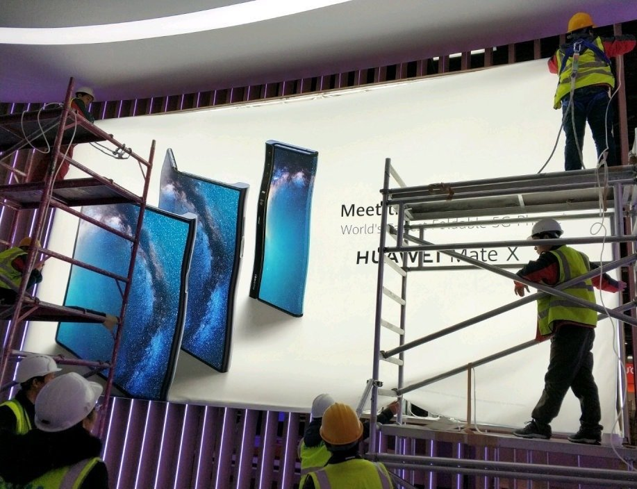 #Huawei #MWC2019 #MWC19 huawei Mate X <br>http://pic.twitter.com/cUV7POgF6r