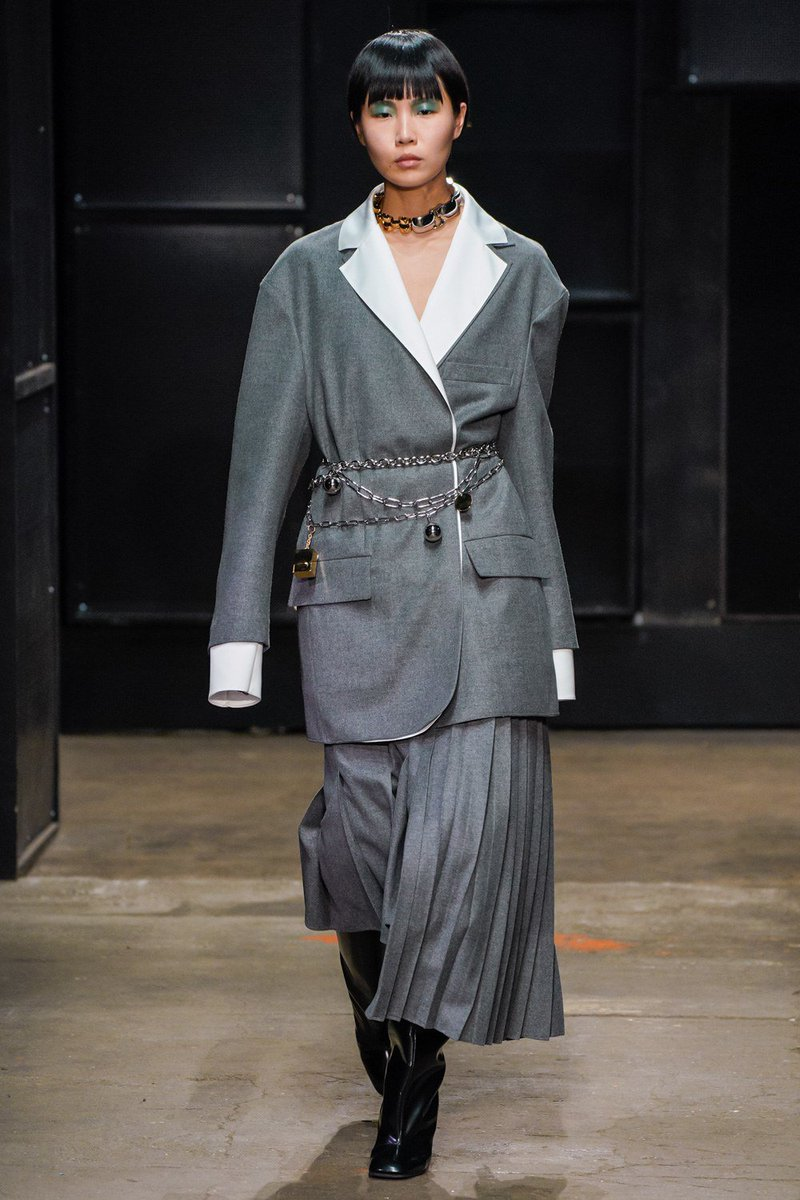 See every look from @Marniofficial's Fall 2019 collection: https://t.co/1DMty1FOm7