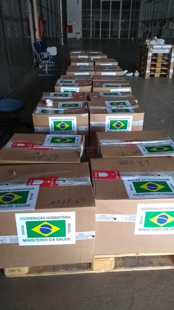Foram transportados 4 kits até a cidade de Boa Vista pela @DefesaGovBr . Cada kit tem capacidade para atender até 500 pessoas e é composto por 30 tipos de medicamentos e 18 insumos.