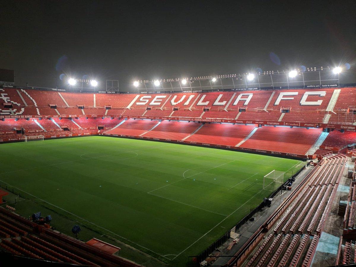 Buenas noches, afición.  🔜 #SevillaFCBarça ⚽️  #vamosmiSevilla #WeareSevilla