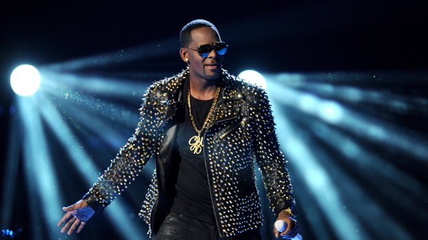BREAKING: R. Kelly charged with 10 counts of aggravated sexual abuse https://t.co/c9hMPktK7I