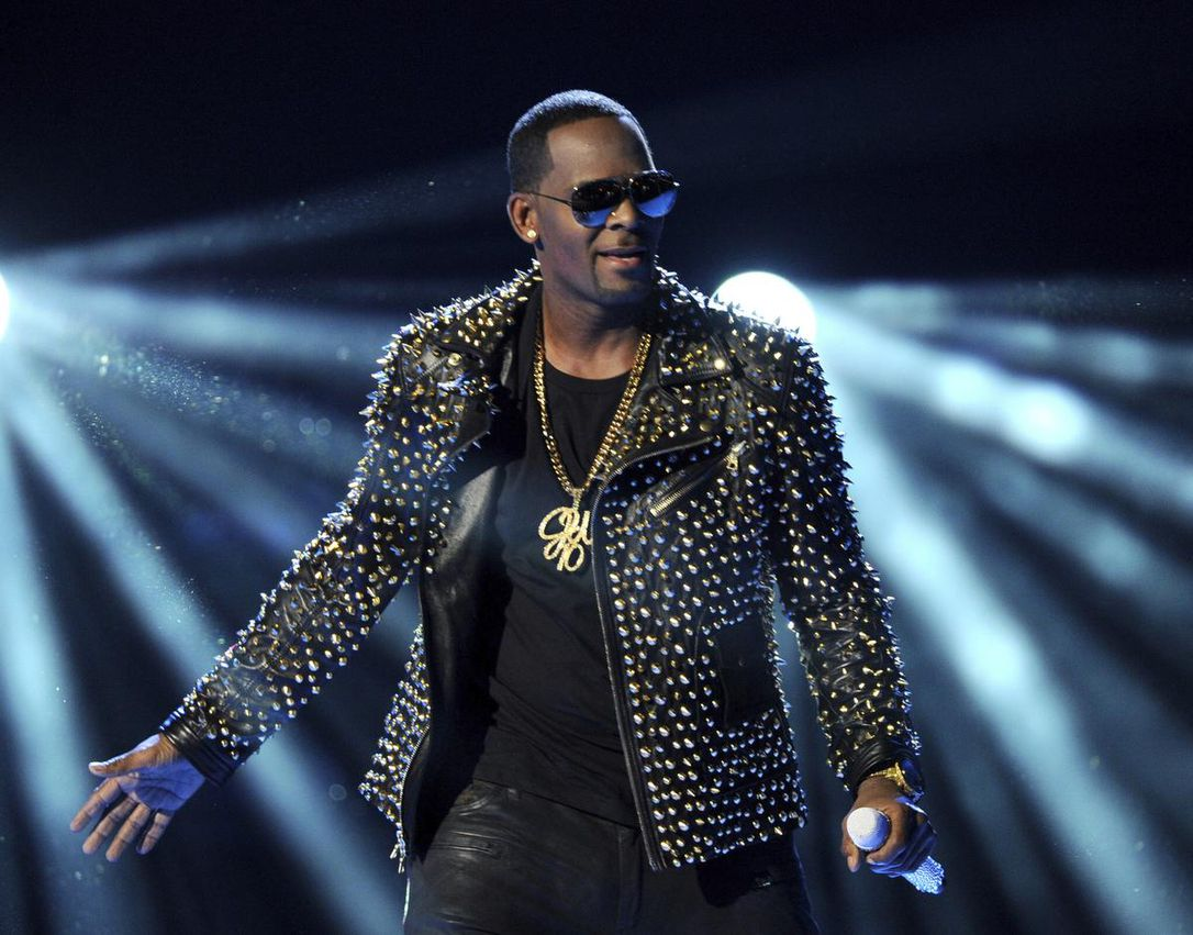The latest: R. Kelly has been charged with 10 counts of sexual abuse.  https://www.thestar.com/news/world/us/2019/02/22/the-latest-r-kelly-charged-with-10-counts-of-sexual-abuse.html?utm_source=Twitter&utm_medium=SocialMedia&utm_campaign=130pm&utm_campaign_id=World_News&utm_content=RKelly10Charges …