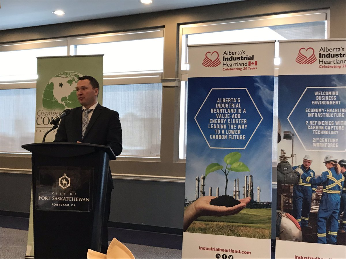 @FtSaskChamber hosts Minister Deron Bilous @CityFortSask for a pre-budget consultation.   Thank you to the @ABheartland for sponsoring the event.