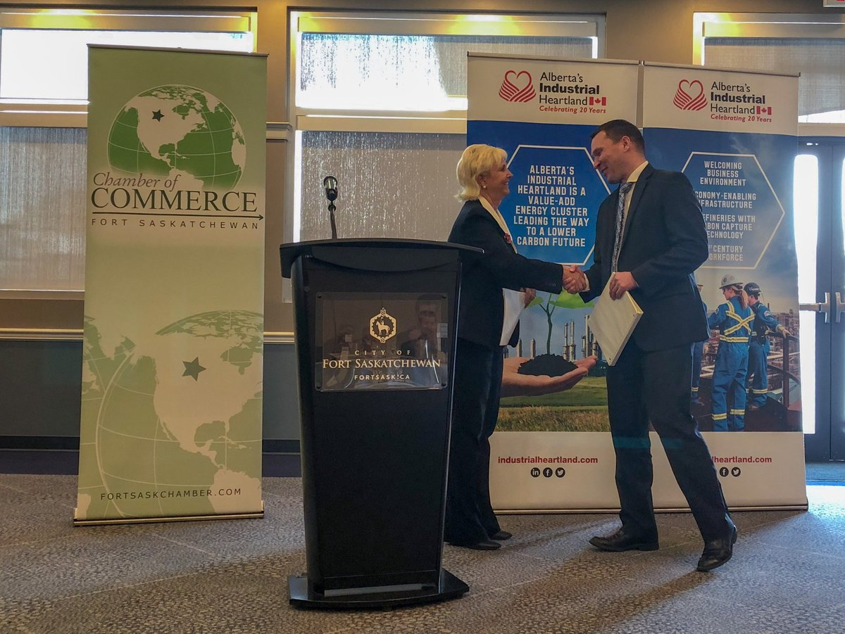 Minister Bilous at today's consultation lunch noting that the announcement today by the NEB indicating that the Trans Mountain Pipeline Project is in the national interest is welcome news for Fort Saskatchewan businesses.