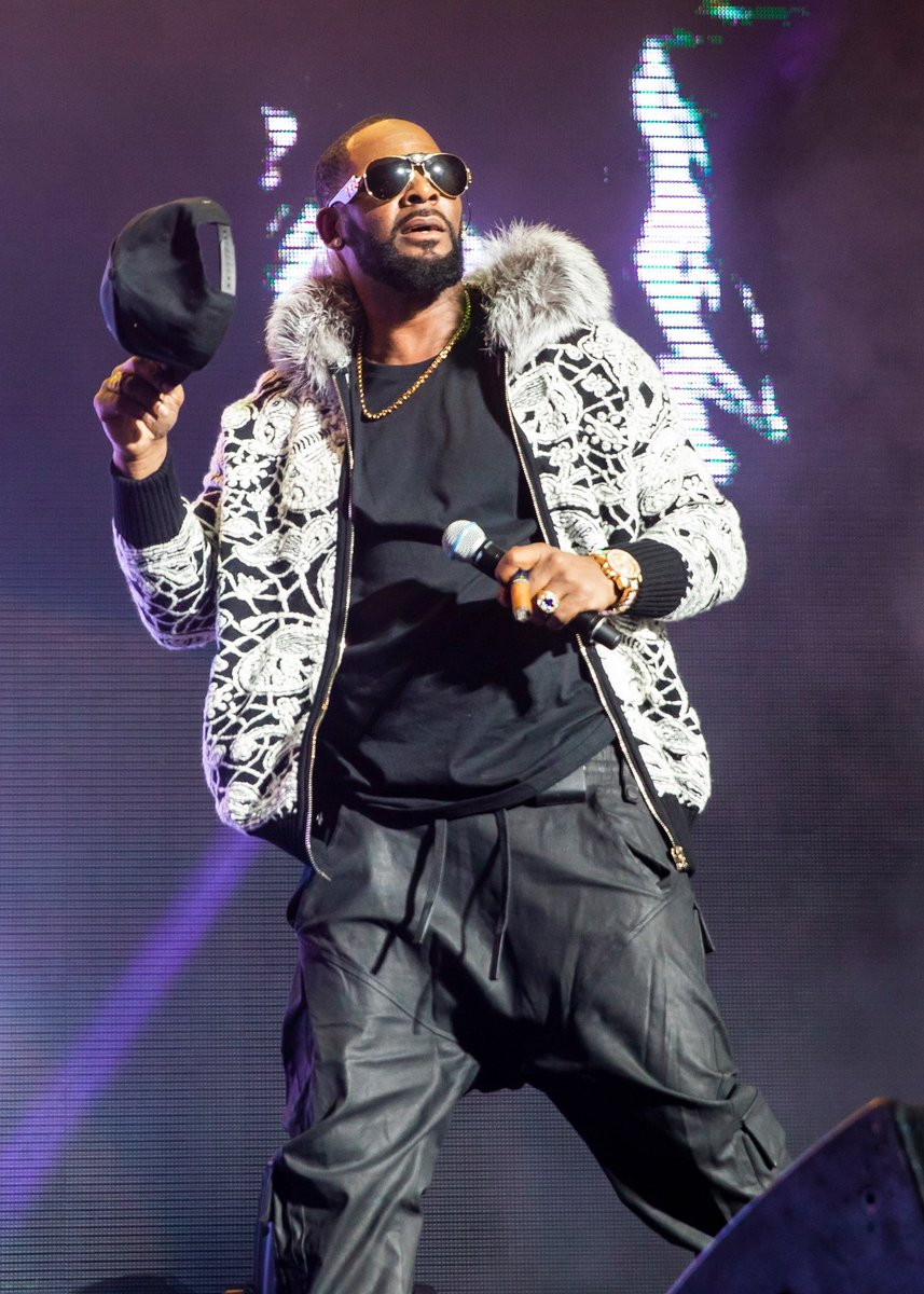 #RKelly has been charged with 10 counts of criminal sexual abuse 📸 by #ScottLegato/Getty