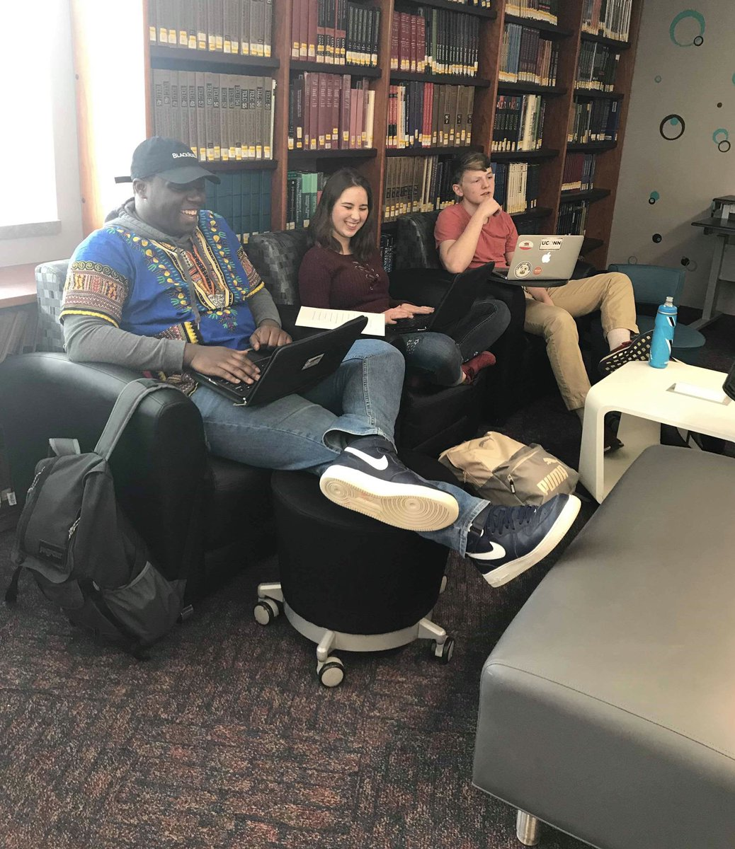 Caught a happy moment in the #ThinkTank today  #community #librarylife #learningcommons #studentlife #BHSlearns<br>http://pic.twitter.com/n0BpHRMTVt