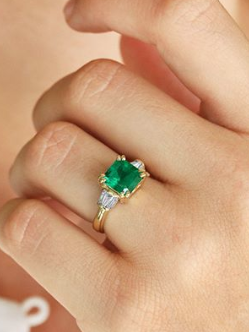 The most stunning emerald engagement rings on the market: http://wwwear.me/ijqJw9T