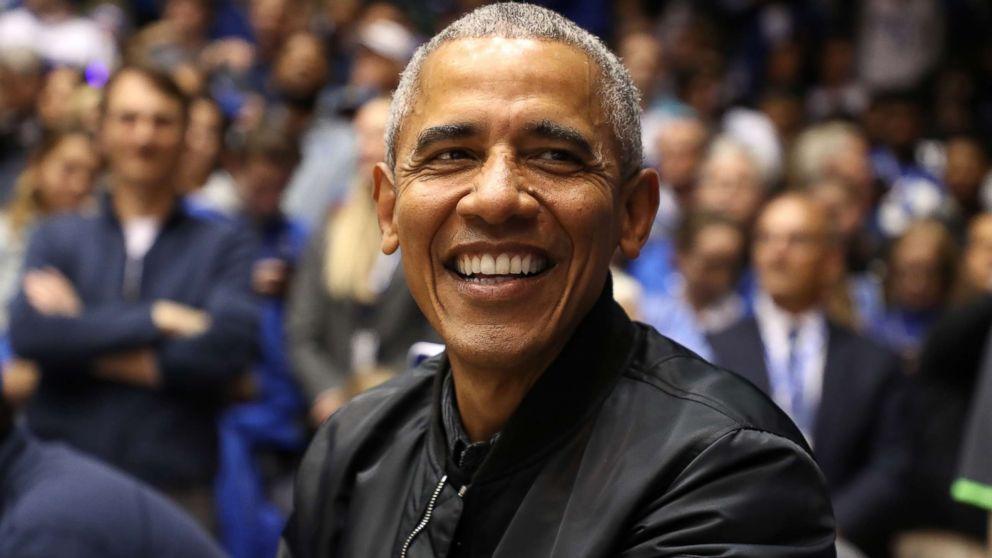 Barack Obama&#39;s &#39;O-bomber&#39; jacket is breaking the internet  https:// gma.abc/2BPtHgT  &nbsp;  <br>http://pic.twitter.com/9C38vj5ORK