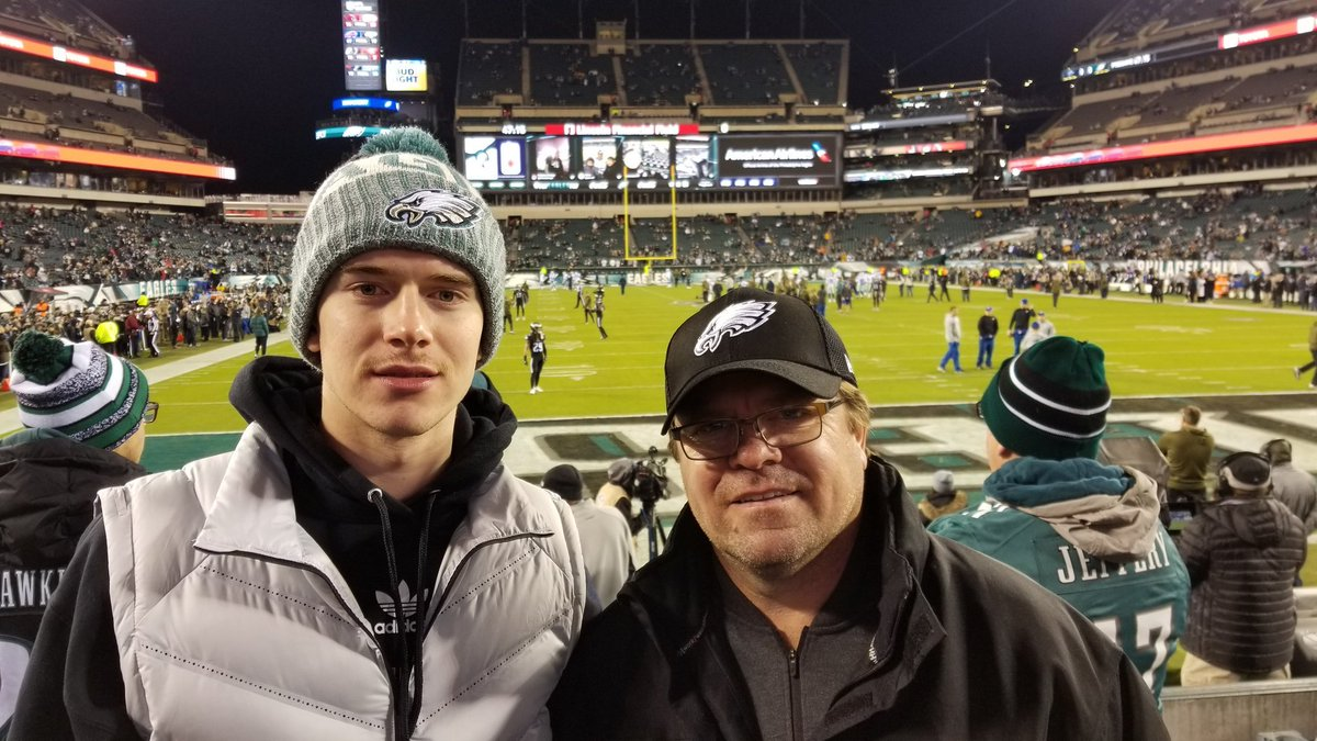 "A couple of months ago, before he was called up to the Flyers, Carter Hart (and his dad) bought a pair of Eagles-Cowboys tickets because Hart &quot;wanted to be a part of the city.""   On Saturday, he'll be the one playing at The Linc, with a bunch of Eagles cheering him on… <br>http://pic.twitter.com/YlNwePWcxq"