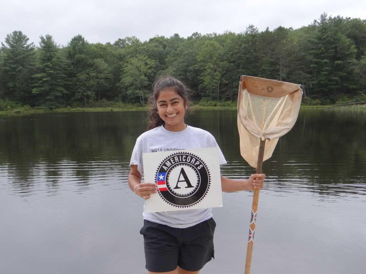 Congrats to @AmeriCorps member Naomi Jainarine on being one of just 20 Watershed Ambassadors in the state of New Jersey! Ambassadors play a crucial role in promoting green infrastructure & environmental stewardship! Way to #GetThingsDone, Naomi! 🏞️ http://bit.ly/2DZoIKM