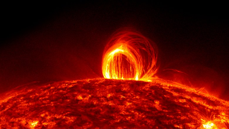 Question: What would it be like to stand on the surface of the sun?   Answer: https://t.co/qUvVe3HzI3  @uoftastro  #astronomy  What's your science question? Ask us!