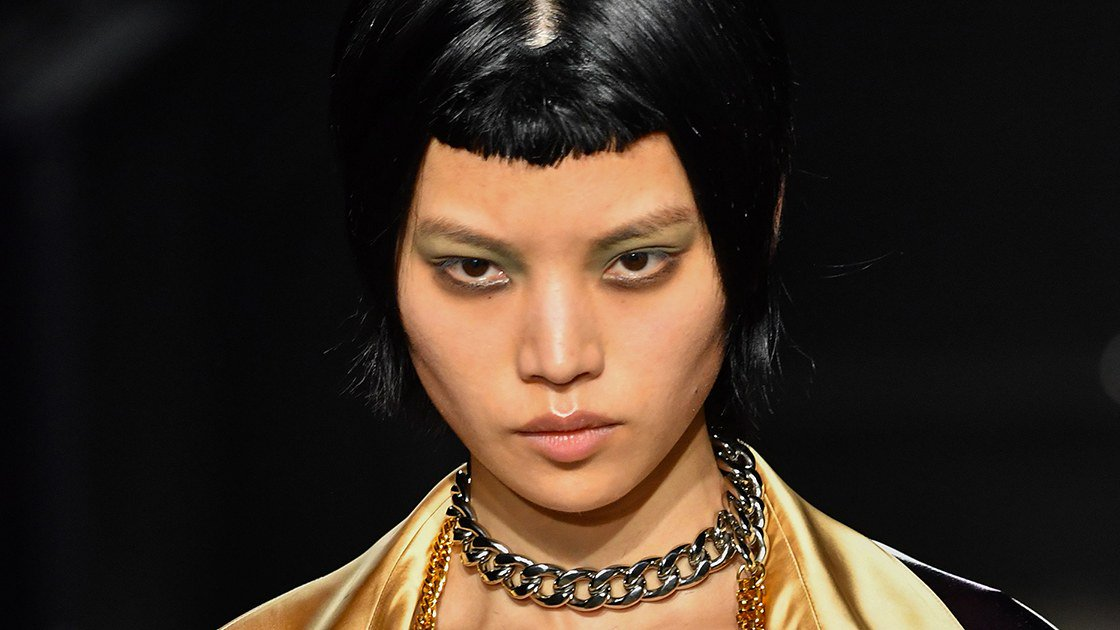 This unexpectedly brilliant black shadow is the @marniofficial woman's secret weapon. https://t.co/eCKOUegSfB