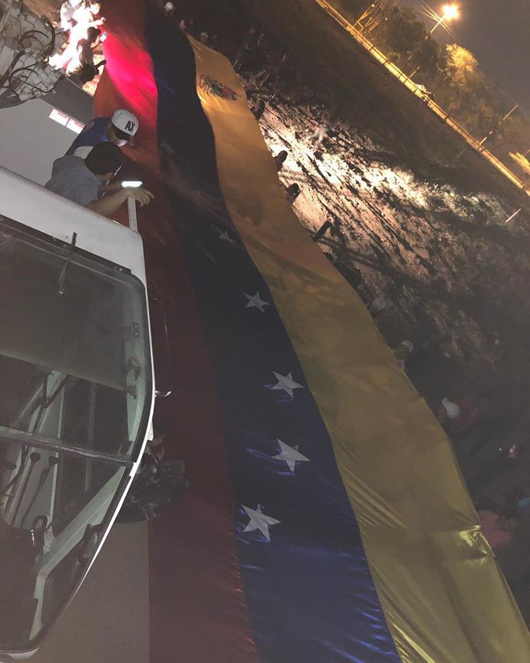 Maduro: Si algo me pasa, ¡retomen el poder y hagan una revolución más radical! - Página 8 D0CzDpUX0AAT0Lp