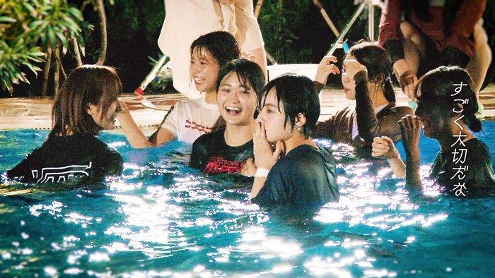 【朗報】欅坂メンバーと平手友梨奈さん、全然仲良しだった…料理、猫耳、プールで水中不協和音を披露する特典映像が話題に