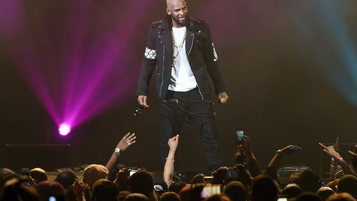 R. Kelly arrested on Friday, facing 10 felony sexual abuse counts https://t.co/gNAxZO9KxI
