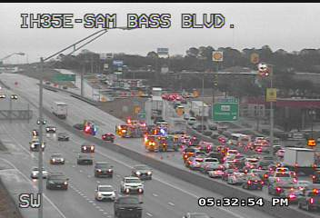 35E CLOSED (for now) SB in Denton around Teasley Dr. #dfwtraffic