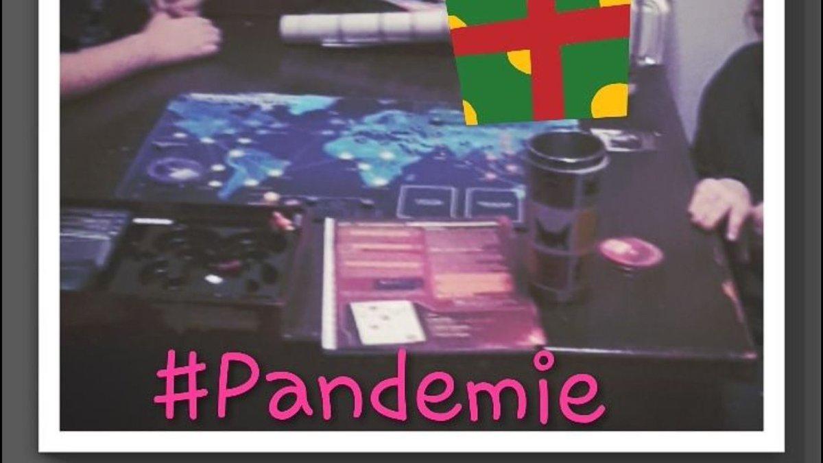 Car toutes les occasions sont bonnes!  #LitteratieFamiliale par le #jeu et #TrucLecture  Développement des #FonctionsExecutives en famille avec le jeu coopératif Pandemie/#Pandemic (avec l'extension Mutation 🙀)  #FridayNight #GameNight #DidAdapt