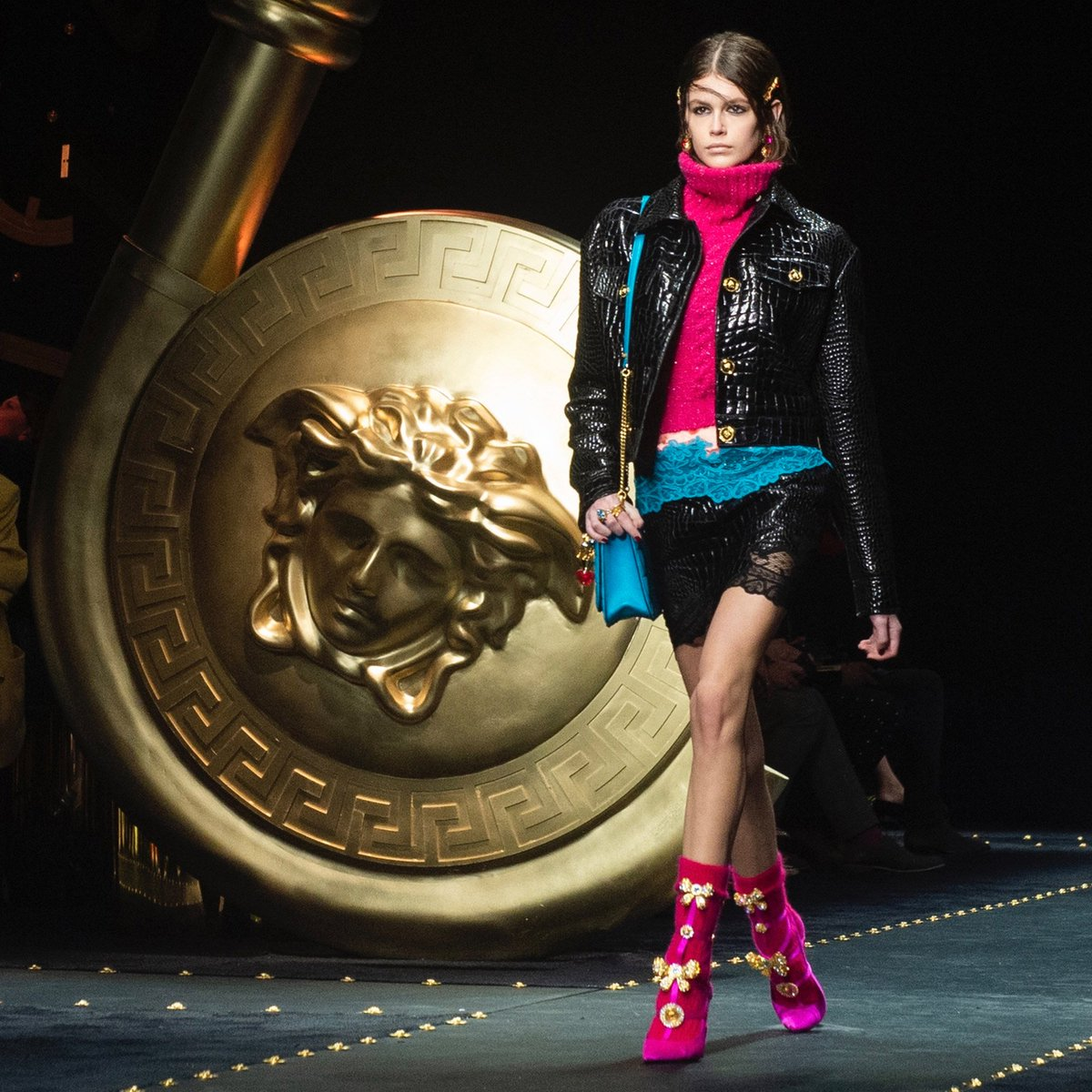 #KaiaGerber in a mock croc quilted leather jacket and skirt paired with bright knits and contrast color lace trims on the #VersaceFW19 runway. #MFW  Watch the show:  https://t.co/drIKwcSbJe