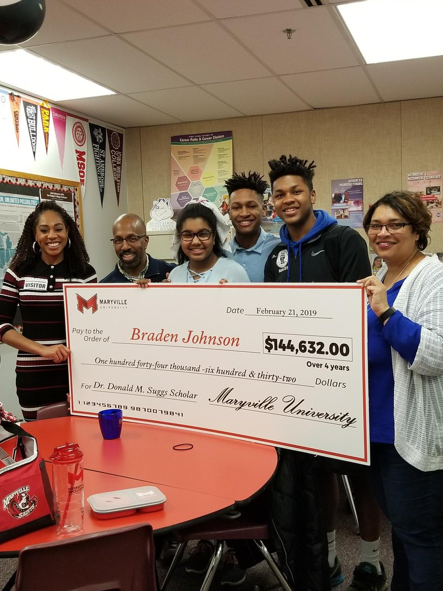 Congrats to Braden Johnson on his commitment to Maryville University on a full academic and athletic scholarship!  What a great day for the entire Johnson family! <br>http://pic.twitter.com/C4eGIbUXhl