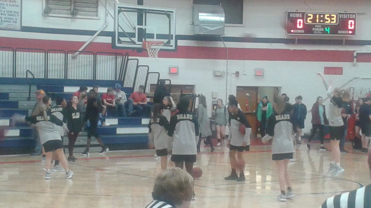 Mt. Juliet Lady Bears warming up at Henry County. 7pm tipoff <br>http://pic.twitter.com/TvbDGulpXa