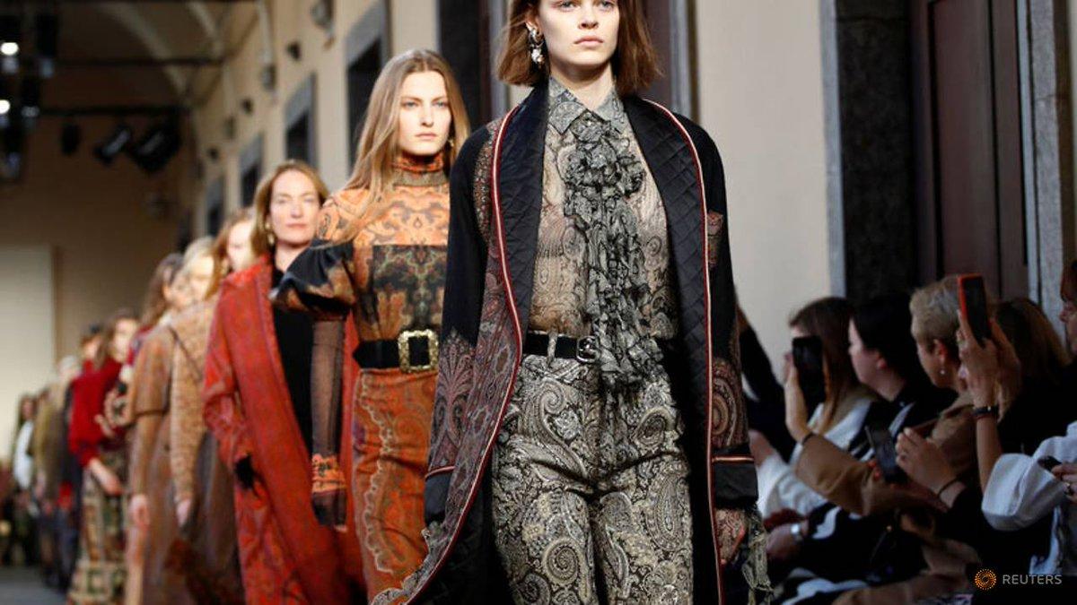 cb71d2be07 Etro goes 'Aristo-Indie' at Milan Fashion Week show https://t.co/ijmdSkCZLR