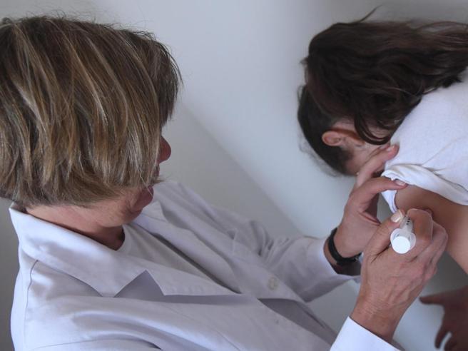 Vaccini, Youtube mette  al bando i video dei  no vax https://t.co/OioWNlRCpP