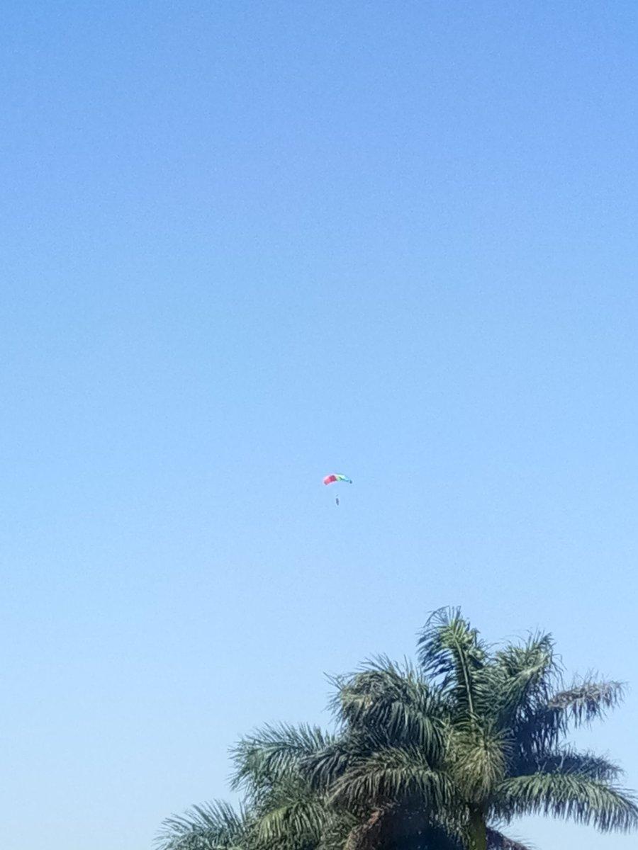 Breaking the barriers!  5 @IAF_MCC brave women para jumpers fly up in #Mi17 and do thrilling para jump to mark the beginning of #AeroIndiaWomenDay #Day4 Celebrating women in Aviation!   #AeroIndia2019  @nsitharaman @drajaykumar_ias @SpokespersonMoD @DrSubhashMoS @Def_PRO_Chennai