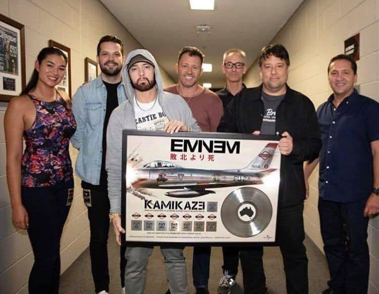 New Eminem pic - receiving a Platinum plaque for Kamikaze <br>http://pic.twitter.com/2RYHtzLxgL