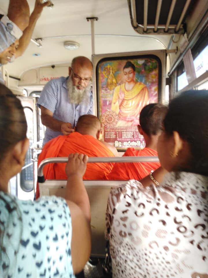 This was a very sensitive incident on the bus which had arrived frm #Katugastota to #Kandy yesterday morning. The #monk who was traveling onthe bus suddenly became sick & nauseated. But an elder #Muslim uncle (Sulfi Sameen) helped monk while traveling many people on the bus. #lka