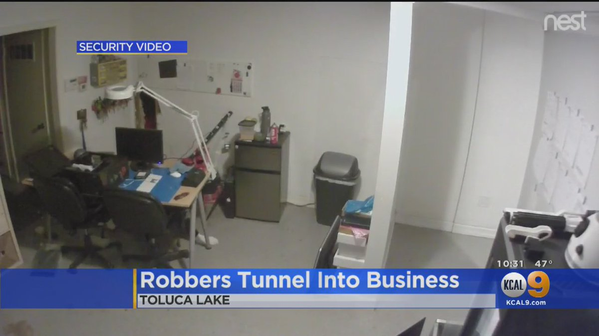 Caught On Tape: Two would-be thieves tunnel through a nail salon wall to gain entry into a computer store early Wednesday morning. They got away with nothing and police are now hoping to nail them.  https://t.co/CVpfqFcgsd