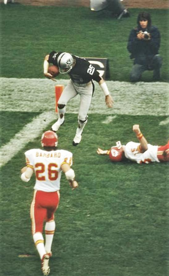 Happy birthday to #Raiders #HOF WR &amp; assistant coach Fred Biletnikoff, February 23, 1943. 2x AFL All-Star, 4x Pro Bowl &amp; 2x All-Pro, Super Bowl XI MVP &amp; champion.  1967 AFL champion.  @ABiletnikoff25<br>http://pic.twitter.com/dXfXWinLhV