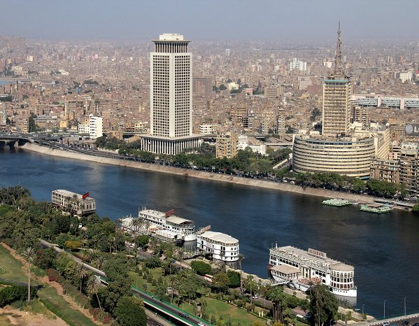 Egypt rises, overtaking South Africa. Egypt&#39;s economy (GDP of US$1.13 trillion) is now second largest in Africa says PricewaterhouseCoopers, putting South Africa in 3rd place with US$766 billion GDP.  Construction, energy and telecom sectors are thriving in Egypt. <br>http://pic.twitter.com/atzNgO1lam