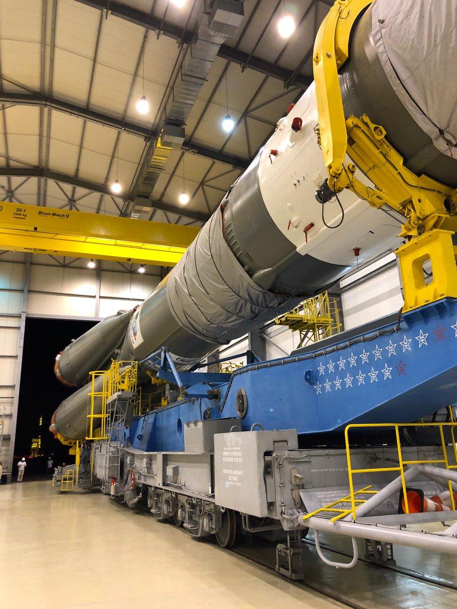 Гвианский космический центр. Вывоз  ракеты 'Союз' со спутниками OneWeb на старт