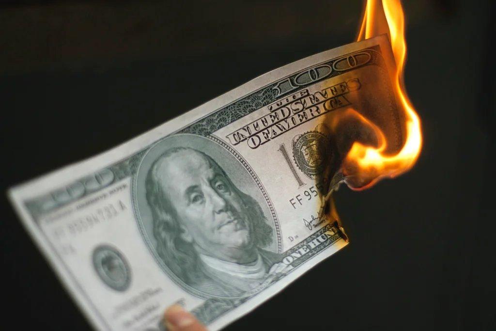 Картинки горящие доллары