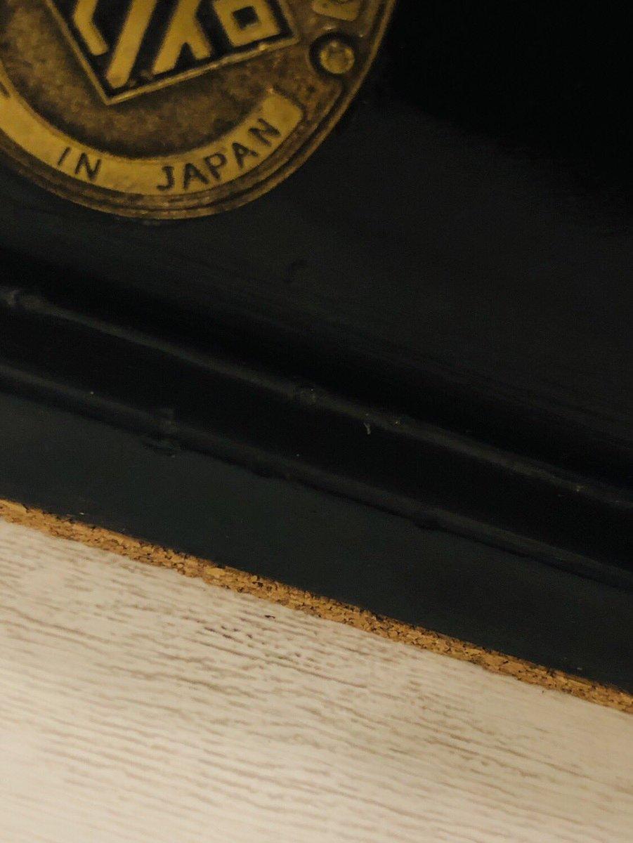 test ツイッターメディア - 前から気になって仕方なかった漉き機台の天板にシート貼り。  工程を重ねたら貼り具合も良くなっていい感じ。  振動を抑えるために機の下にはコルクを貼り付け。  明日もクラフターするぞ!  #DAISO #レザークラフト #革細工 #ハンドメイド #手作り #世界に一つ https://t.co/cnjCfGkOhh