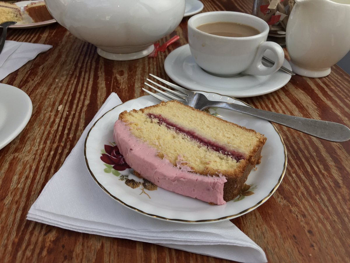 A sunny Saturday wouldn't be complete without a slice of raspberry sponge at Foxy's Deli!   #Penarth #Wales<br>http://pic.twitter.com/kXjUwpqknh