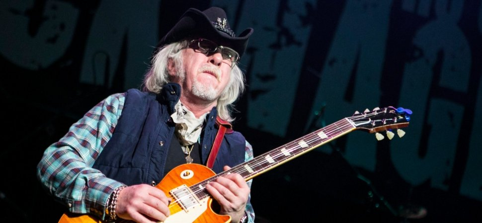 A very Happy Birthday goes out to Brad Whitford ! =)