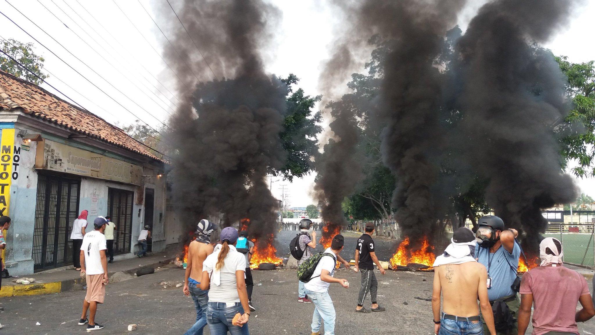 Ayuda humanitaria no desiste en cruzar la frontera con Venezuela